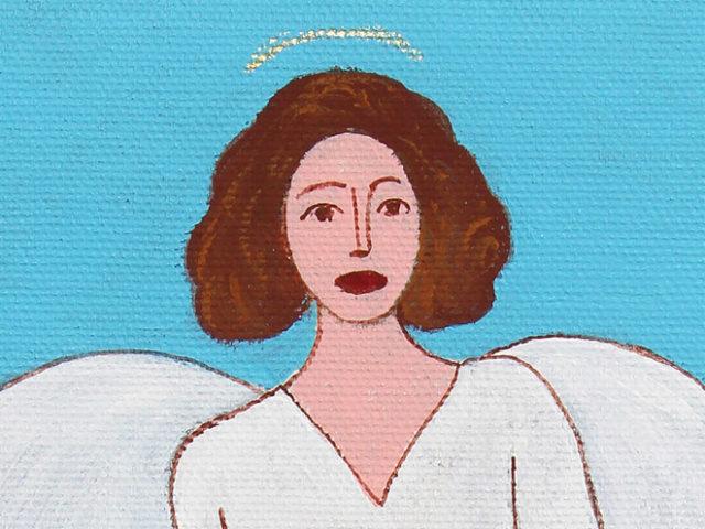 Angelo con le ali sulla terra